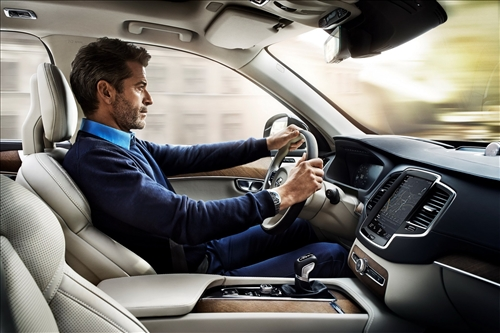 ההבדלים בין רכב חשמלי לרכב פלאג אין הייבריד
