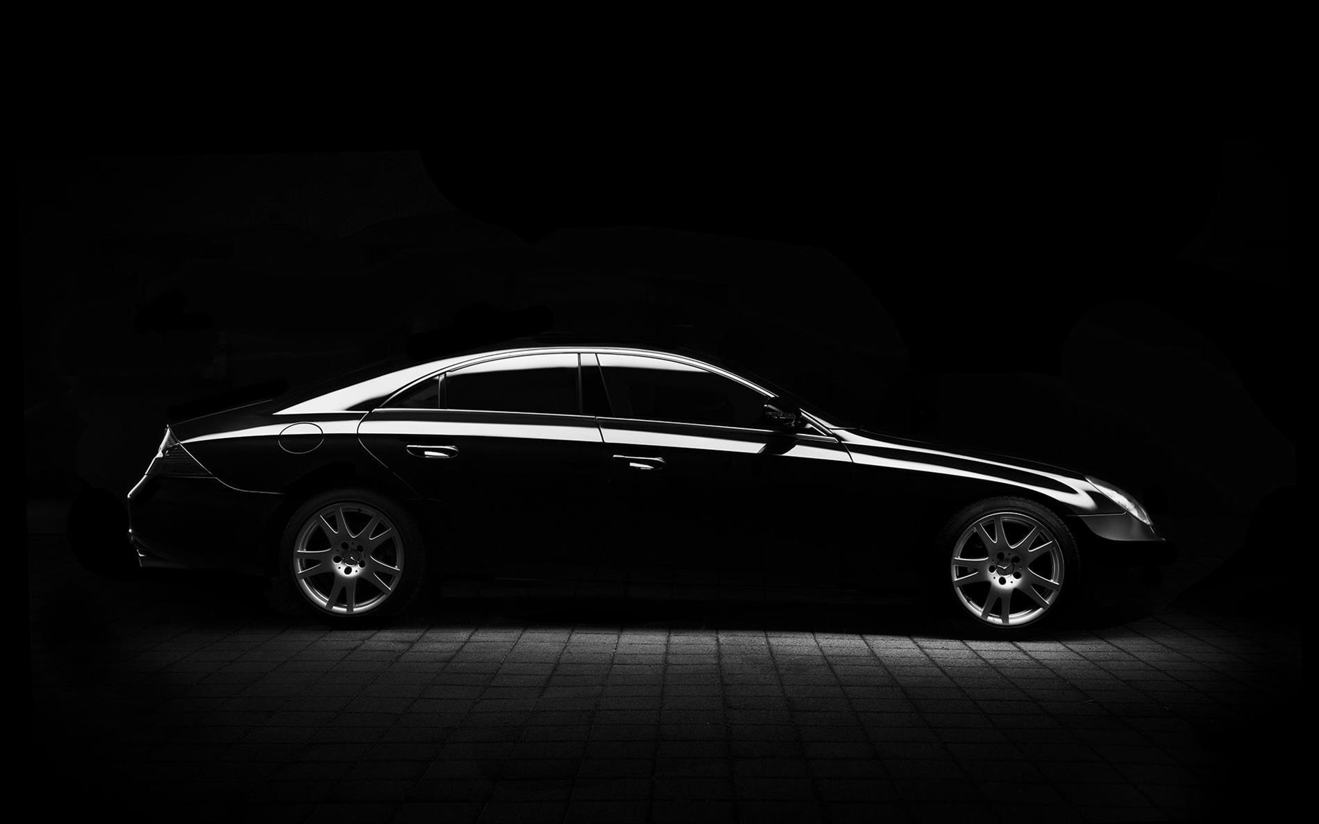 רכב שחור יוקרתי בכתבה המדברת על איך עושים יבוא אישי רכב